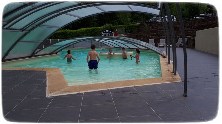 En inter-saison, piscine https://www.cevennes-vallee-francaise.fr/medias/article/medium/695/groupes-vert.jpgabritée